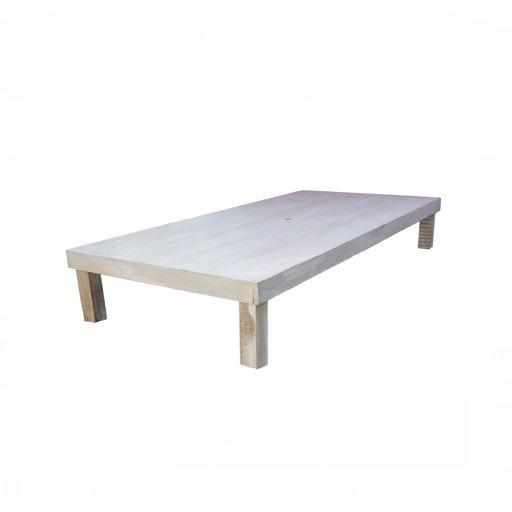 Niedriger Holztisch 120x240 cm.